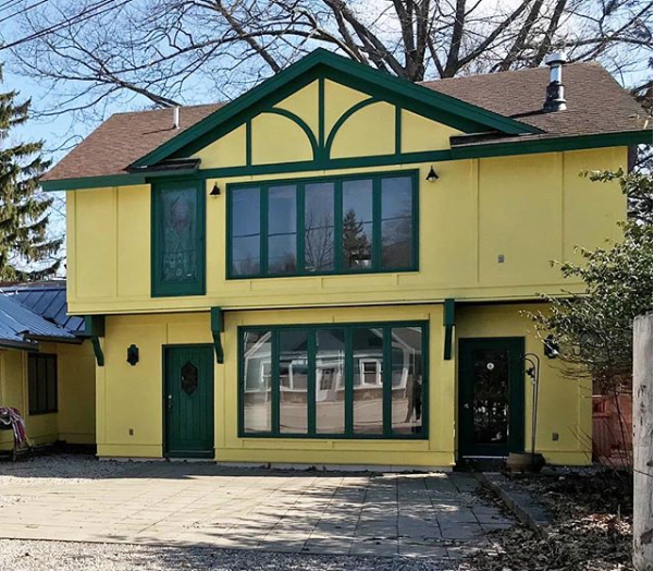 yellow house that illustrates the lack of adventure craving